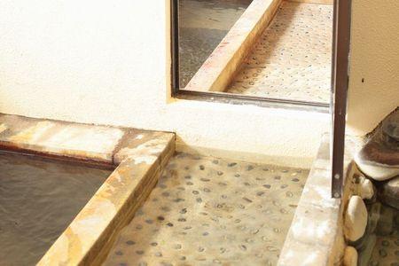 ぷち改装前の水風呂の床