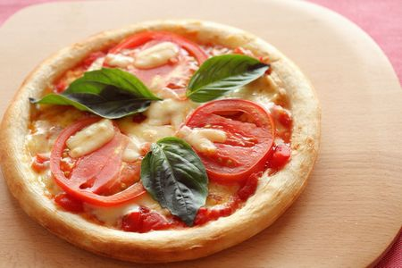 ピザマルゲリータ トマトは軽井沢産アメーラトマトを使用しています。