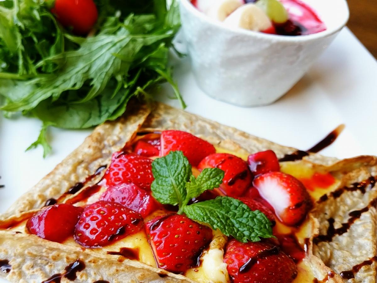季節の果物とカスタードクリームのガレット