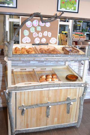 朝食のパン用の台(自家製)